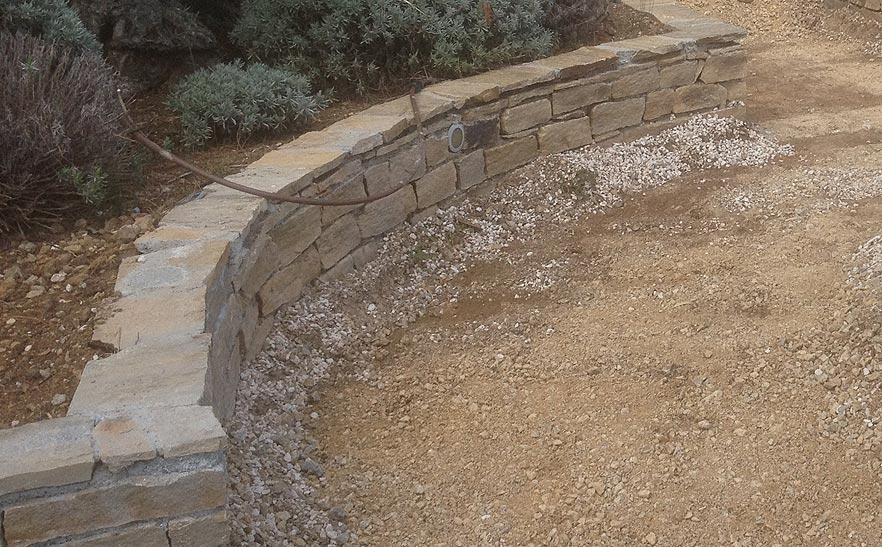 Rotsblokken Voor Tuin : Metselwerk in de tuin